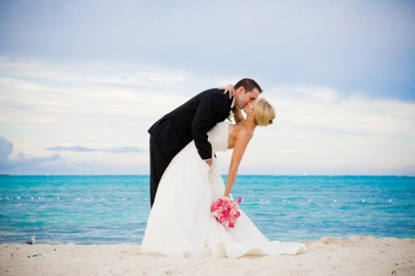 Wedding trends renting your wedding dress crazyforus for Renting a wedding dress