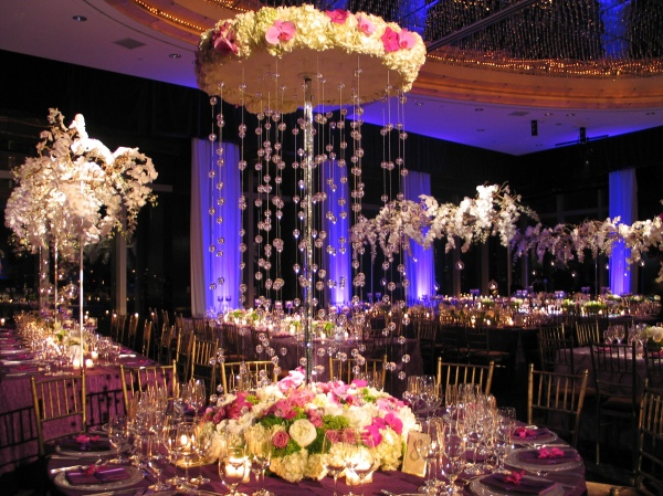 Gorgeous tall wedding centerpieces part ii crazyforus for Cool wedding table decorations